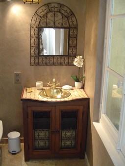Salle de bain marocaine photo - Meuble salle de bain en fer forge ...
