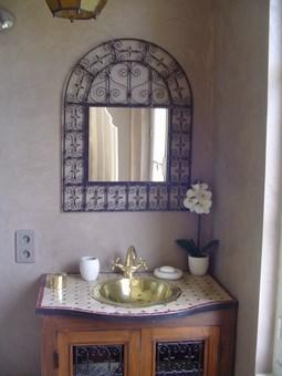 Vasque maillechort argent e meuble de salle de bain en bois fer forg et - Meuble salle de bain en fer forge ...